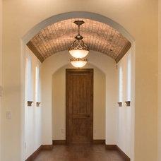 Mediterranean Hall by Jorge Ulibarri Custom Homes