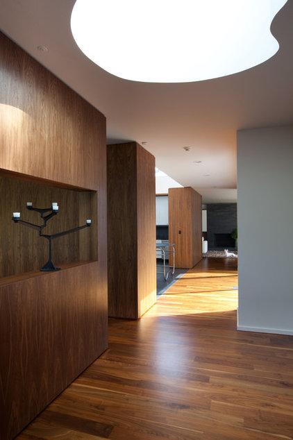 Modern Hall by SchappacherWhite Architecture D.P.C.