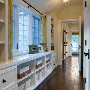 Свежая идея для дизайна: коридор в классическом стиле - отличное фото интерьера