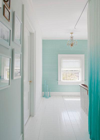 Shabby-chic Style Hall by Rethink Design Studio