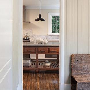 Idéer för att renovera en liten rustik hall, med beige väggar, klinkergolv i keramik och grått golv