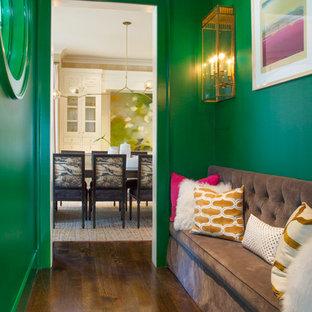Неиссякаемый источник вдохновения для домашнего уюта: коридор в стиле современная классика с зелеными стенами и темным паркетным полом