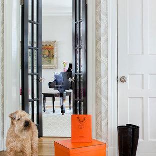 На фото: коридор в стиле современная классика с разноцветными стенами и паркетным полом среднего тона