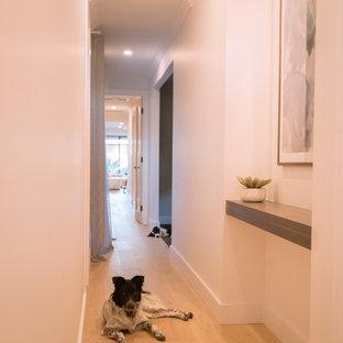 アデレードのモダンスタイルのおしゃれな廊下の写真