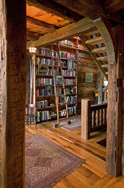 Rustic Hall by Big Wood Timber Frames, Inc.