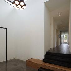 Modern Hall by Moloney Architects