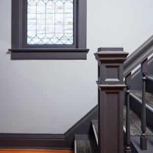 Идея дизайна: коридор среднего размера в современном стиле с серыми стенами, полом из бамбука и коричневым полом