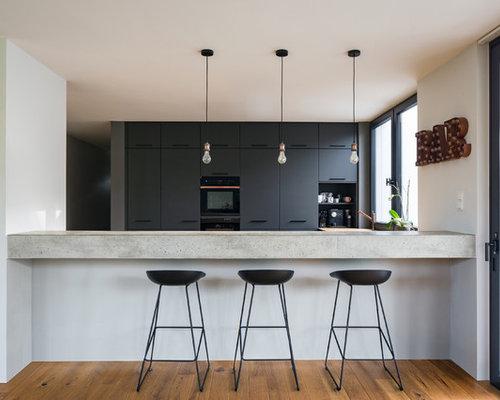 Einzeilige, Mittelgroße Moderne Hausbar Mit Bartresen, Flächenbündigen  Schrankfronten, Schwarzen Schränken, Arbeitsplatte Aus
