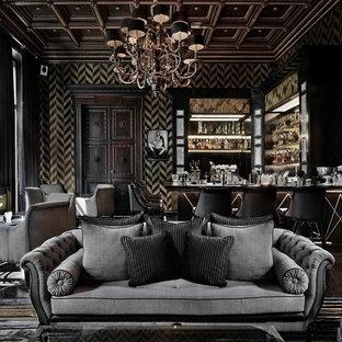 Mittelgroße Klassische Hausbar mit offenen Schränken, dunklen Holzschränken, Arbeitsplatte aus Holz, Marmorboden und braunem Boden in Berlin