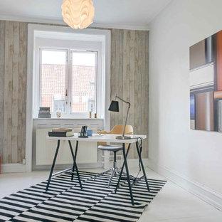 Réalisation d'un bureau nordique de taille moyenne avec un mur blanc, un sol en bois peint et un sol blanc.