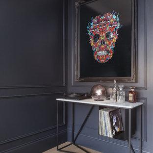 ロンドンの北欧スタイルのおしゃれなホームバーの写真