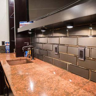 Immagine di un grande angolo bar con lavandino mediterraneo con lavello sottopiano, ante con riquadro incassato, ante in legno bruno, top in granito, paraspruzzi marrone, paraspruzzi con piastrelle diamantate e top rosso