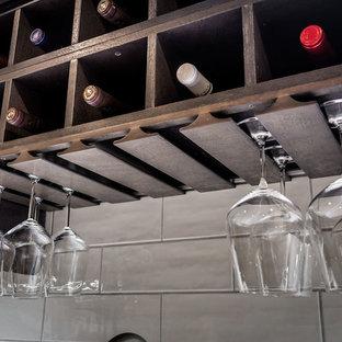 Inspiration pour un bar de salon traditionnel de taille moyenne.