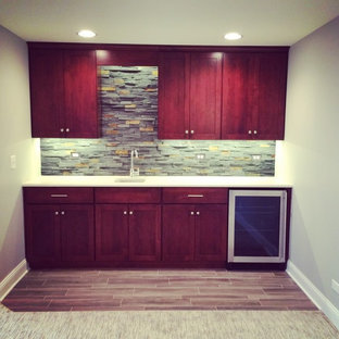 This is an example of a contemporary home bar in Chicago.