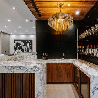 Ispirazione per un grande bancone bar minimal con lavello integrato, ante lisce, ante in legno bruno, top in marmo e parquet chiaro