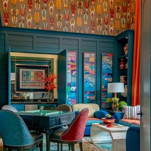 Imagen de bar en casa con barra de bar clásico renovado, de tamaño medio, con salpicadero con efecto espejo, armarios con paneles empotrados y puertas de armario azules