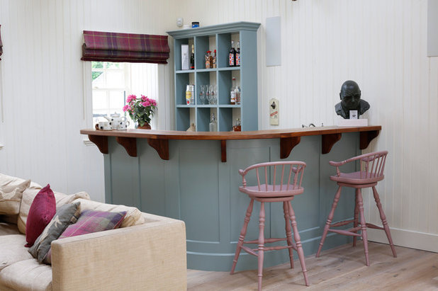 Traditional Home Bar by Countryside Kitchens