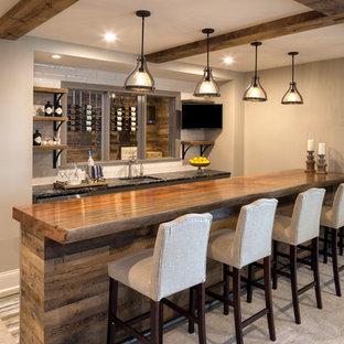 ミネアポリスのトランジショナルスタイルのおしゃれなウェット バー (アンダーカウンターシンク、木材カウンター、白いキッチンパネル、サブウェイタイルのキッチンパネル、カーペット敷き、グレーの床、茶色いキッチンカウンター) の写真