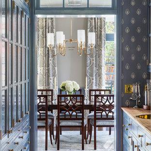 サンフランシスコの広いトラディショナルスタイルのおしゃれなウェット バー (ll型、ドロップインシンク、ガラス扉のキャビネット、黒いキャビネット、木材カウンター、青いキッチンパネル、濃色無垢フローリング、茶色い床、茶色いキッチンカウンター、木材のキッチンパネル) の写真