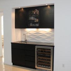 Contemporary Home Bar by Noah Construction & Design