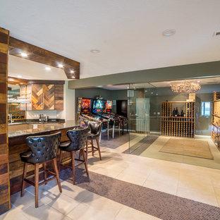 Foto di un grande bancone bar moderno con lavello sottopiano, ante lisce, ante con finitura invecchiata, top in granito e pavimento con piastrelle in ceramica