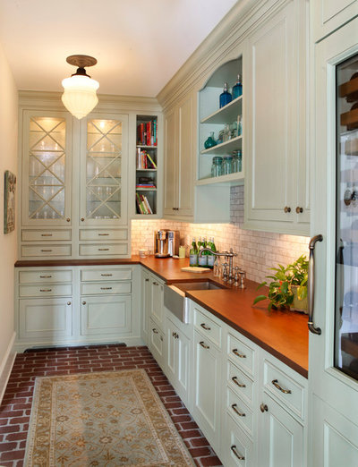 American Traditional Home Bar by Cranmer's Kitchens by Design