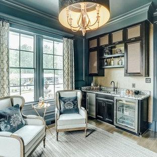 リッチモンドの広いトランジショナルスタイルのおしゃれなウェット バー (I型、ドロップインシンク、落し込みパネル扉のキャビネット、茶色いキャビネット、無垢フローリング) の写真