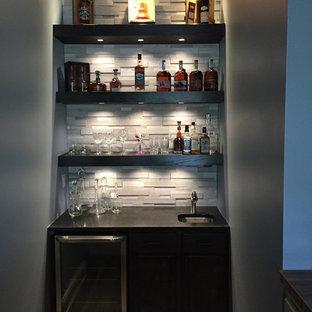 Cette photo montre un bar de salon tendance de taille moyenne avec un sol en carrelage de céramique.