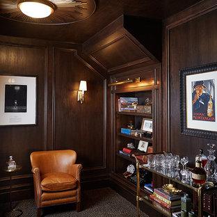 Idée de décoration pour un très grand bar de salon tradition.