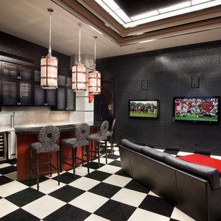 Foto di un grande bancone bar design con lavello sottopiano, ante di vetro, ante nere, top in quarzo composito, paraspruzzi grigio, paraspruzzi con piastrelle in ceramica, pavimento in linoleum, pavimento multicolore e top bianco