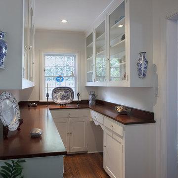 Custom Colonial Kitchen & Breakfast Nook