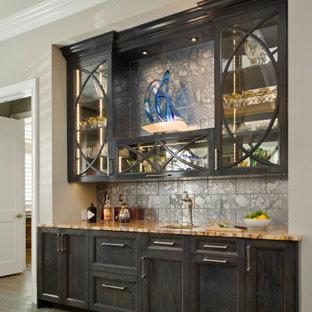 ボルチモアのトランジショナルスタイルのおしゃれなウェット バー (I型、アンダーカウンターシンク、ガラス扉のキャビネット、濃色木目調キャビネット、グレーのキッチンパネル、グレーの床、マルチカラーのキッチンカウンター) の写真