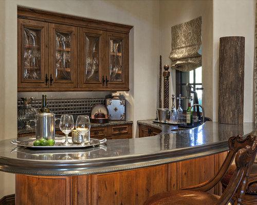 bar de salon avec une cr dence en carrelage de pierre et un plan de travail en zinc photos et. Black Bedroom Furniture Sets. Home Design Ideas