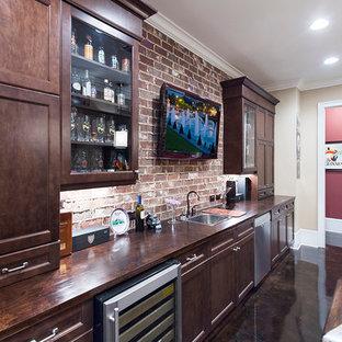 アトランタの中くらいのトラディショナルスタイルのおしゃれなホームバー (I型、ドロップインシンク、インセット扉のキャビネット、濃色木目調キャビネット、木材カウンター、赤いキッチンパネル、コンクリートの床、テラコッタタイルのキッチンパネル) の写真