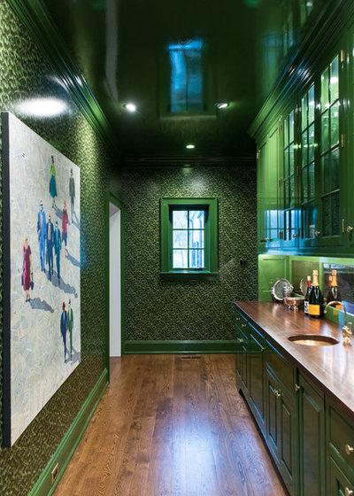 Классический Домашний бар by Cullen Construction Inc.