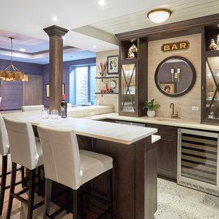 Immagine di un angolo bar classico con lavello sottopiano, ante di vetro, ante in legno bruno, paraspruzzi beige, pavimento multicolore e top beige