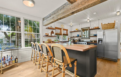 Kitchen of the Week: A Mix of Textures, Metals and High Contrast