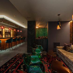 Foto di un ampio bancone bar contemporaneo con pavimento grigio