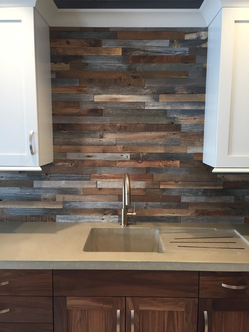 Mid-sized farmhouse u-shaped wet bar idea in Philadelphia with an  undermount sink - Home Bar Design Ideas, Remodels & Photos With Wood Backsplash