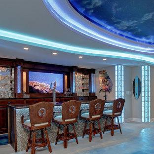 Immagine di un bancone bar stile marinaro di medie dimensioni con pavimento in cemento, lavello sottopiano, ante di vetro, ante in legno bruno, top in granito e pavimento blu