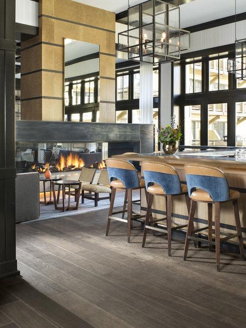 Angolo bar contemporaneo con pavimento in legno verniciato for Angolo colazione contemporaneo
