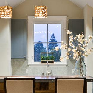 サンフランシスコの巨大なラスティックスタイルのおしゃれなホームバー (シェーカースタイル扉のキャビネット、青いキャビネット、銅製カウンター、青いキッチンパネル、ガラスタイルのキッチンパネル、濃色無垢フローリング) の写真