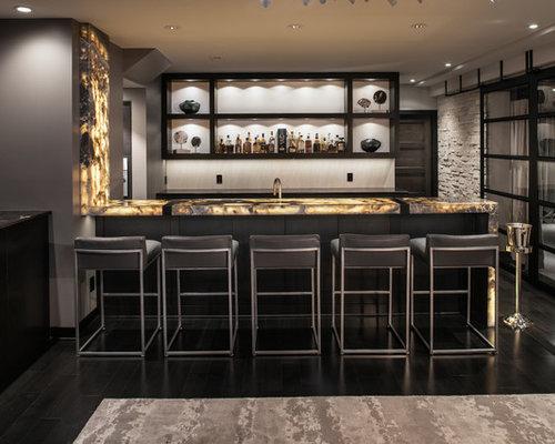 Angolo bar con pavimento in legno verniciato foto idee for Ristrutturare bancone bar