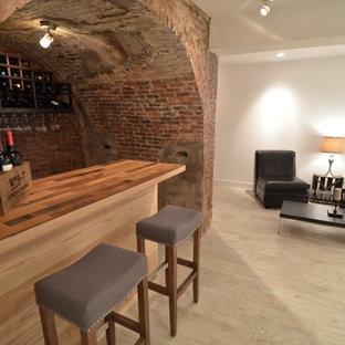 ボストンの小さいラスティックスタイルのおしゃれな着席型バー (I型、木材カウンター、赤いキッチンパネル、レンガのキッチンパネル、淡色無垢フローリング、ベージュの床) の写真