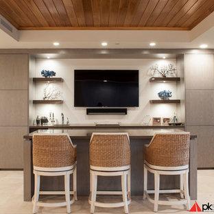 Esempio di un armadio bar design di medie dimensioni con ante lisce, pavimento in travertino, lavello sottopiano, ante in legno scuro e top in superficie solida