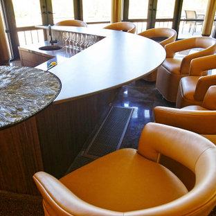 オレンジカウンティの巨大なコンテンポラリースタイルのおしゃれなウェット バー (コの字型、アンダーカウンターシンク、中間色木目調キャビネット、ガラスカウンター、マルチカラーのキッチンパネル、ライムストーンのキッチンパネル、マルチカラーの床、マルチカラーのキッチンカウンター) の写真