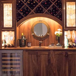 Foto di un grande angolo bar con lavandino classico con lavello da incasso, consolle stile comò, ante in legno bruno, top in legno e parquet scuro