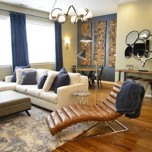 ローリーの小さいコンテンポラリースタイルのおしゃれなウェット バー (ドロップインシンク、家具調キャビネット、青いキャビネット、御影石カウンター、白いキッチンパネル、セラミックタイルのキッチンパネル、無垢フローリング、茶色い床、白いキッチンカウンター) の写真