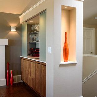 Ispirazione per un piccolo angolo bar con lavandino contemporaneo con consolle stile comò, ante in legno scuro, top in superficie solida e pavimento in legno massello medio