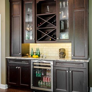 Kitchen/ dry bar